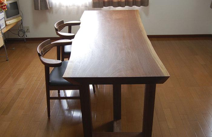 アメリカンブラックウォールナット一枚板天板、ダイニングテーブルご納品の様子