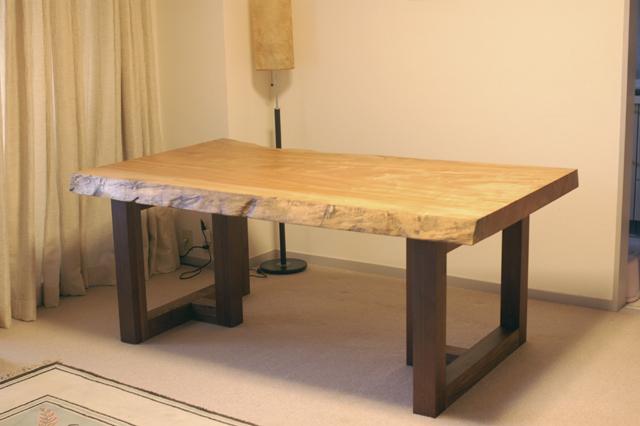オーダー製作、無垢テーブル、とち一枚板天板のダイニングテーブル、ご納品の際の画像です