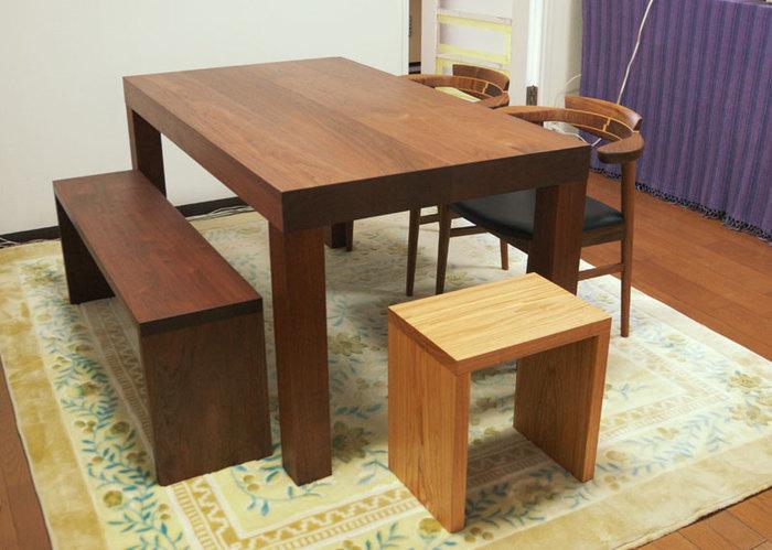 質感あるオイルで仕上げた木のウォールナットテーブル、アッツテーブルご納品の様子です