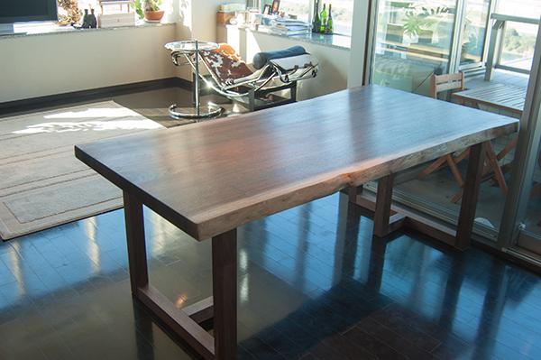 オーダーテーブル、アメリカンブラックウォールナット一枚板天板、ダイニングテーブル納品の様子