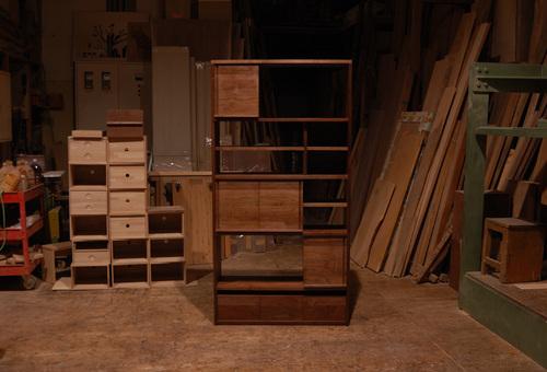 無垢オーダー家具/引き戸の位置をかえたり、入れ替えた様子の画像です
