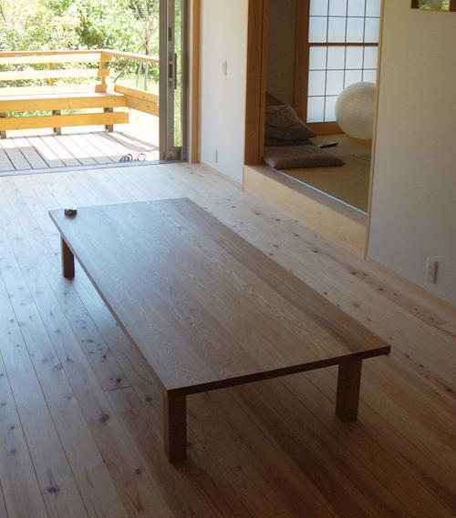 無垢オーダーテーブル、スタンダードテーブルのロータイプご納品の様子