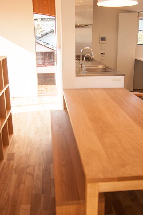 ナラ材で製作したスタンダードテーブル・タイプ2ご納品の様子