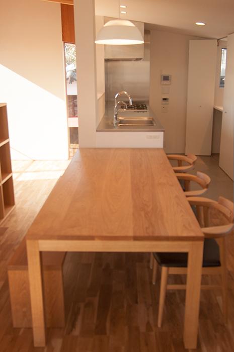無垢オーダーテーブル、スタンダードテーブル・タイプ2ご納品の様子