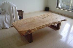 メープル一枚板天板のローテーブルをご納品した様子です