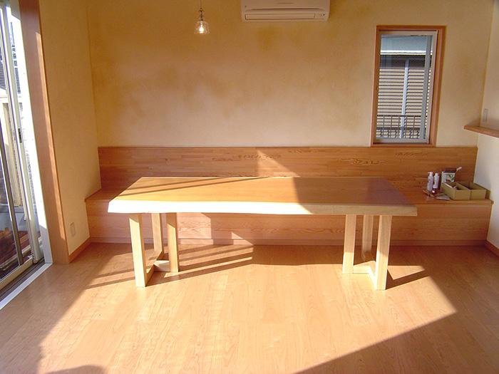 ケヤキ一枚板天板ダイニングテーブルご納品の様子です