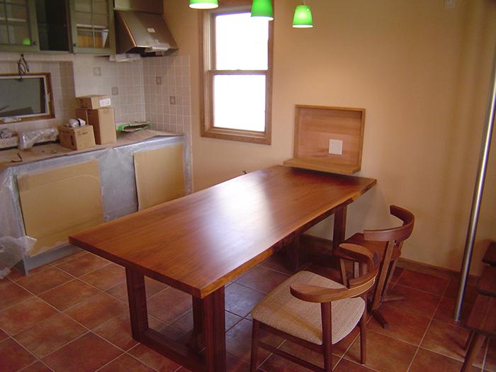 アメリカンブラックウォールナット3枚接ぎ天板、ダイニングテーブルセット、ご納品の様子