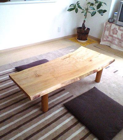 トチ一枚板天板のローテーブル、ご納品の様子です