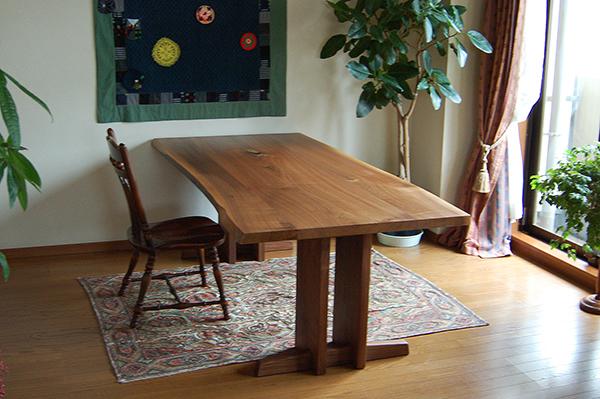 アメリカンブラックウォールナット3枚接ぎ天板ダイニングテーブル、ご納品の様子