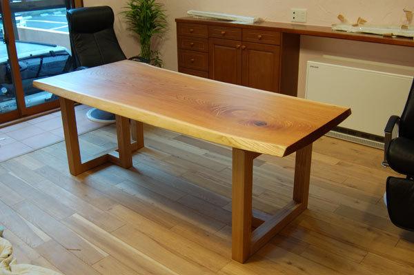 ケヤキ一枚板天板のダイニングテーブル、ご納品の様子です