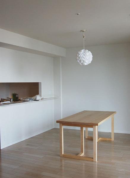 無垢オーダーテーブル、滑らかな木肌のメープルはぎ合わせ天板ダイニングテーブル、ご納品の様子です