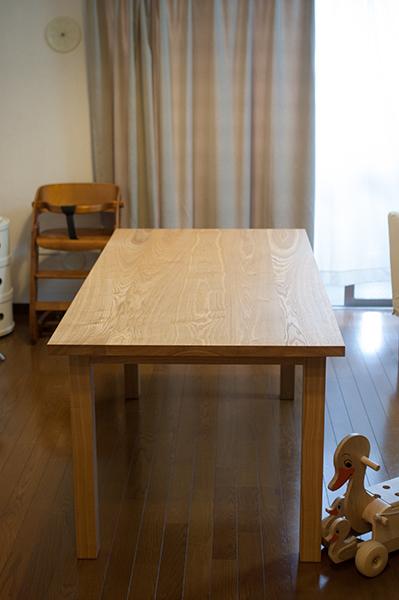 無垢オーダーテーブル、スタンダードテーブルをご納品した様子です