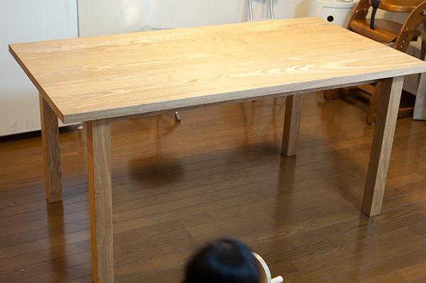 ご納品した無垢テーブル、タモ材のスタンダードテーブルの様子です