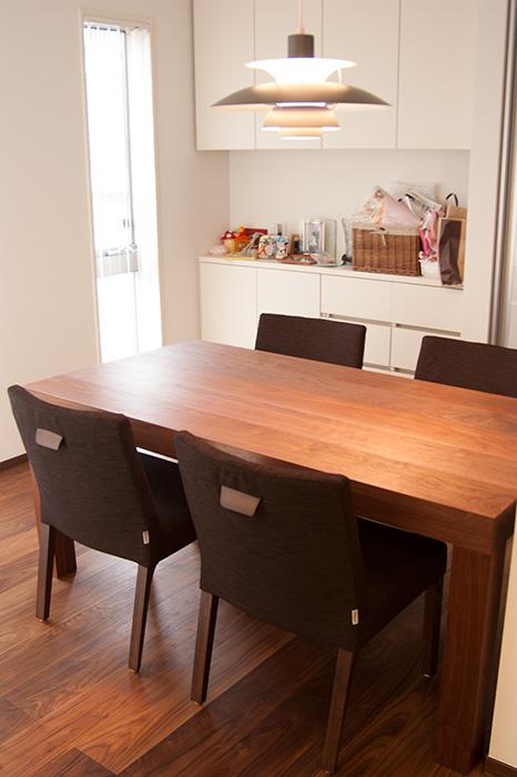 ウォールナット材アッツテーブル 4人掛け ダイニングテーブル