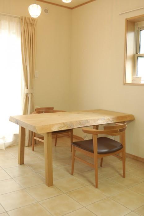 トチ一枚板天板ダイニングテーブル