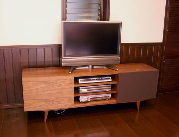 無垢家具、TONEシリーズのAVボードをオーダー製作させていただいた画像です