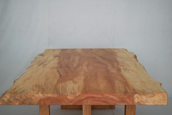 とち一枚板天板木口側から