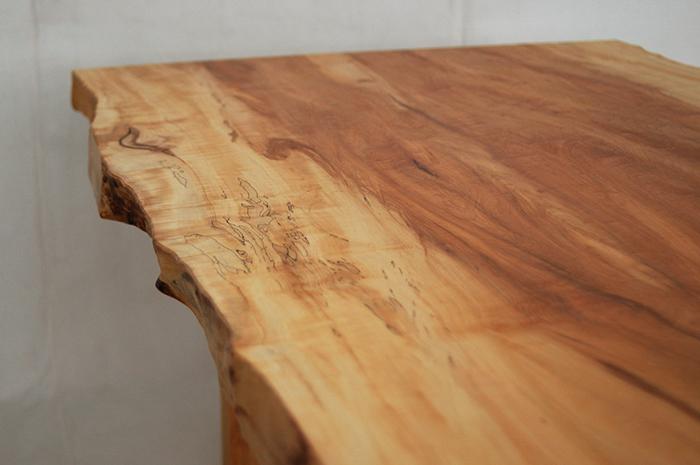 トチの一枚板ダイニングテーブル