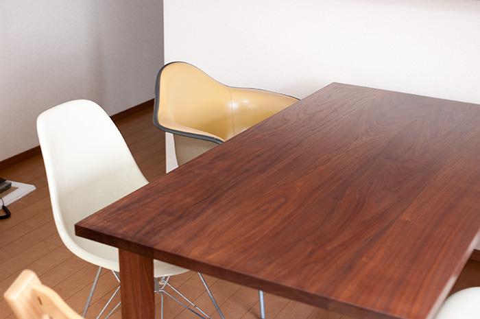 ウォールナット材スタンダードテーブルご納品の様子です
