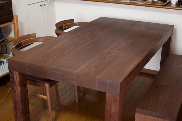 ウォールナット材アッツテーブル 亜和座チェア アッツベンチ ご納品の様子です