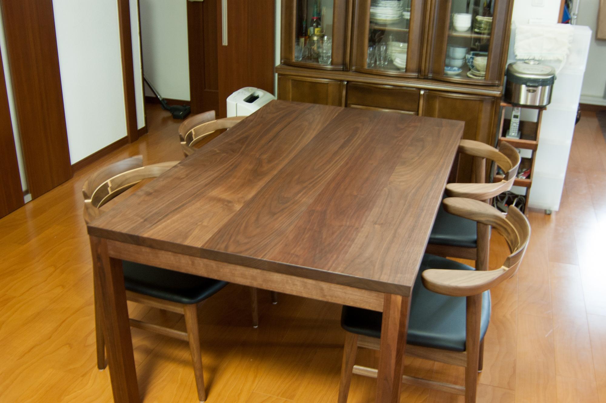 ウォールナット材のスタンダードテーブル・タイプ2のダイニングセット
