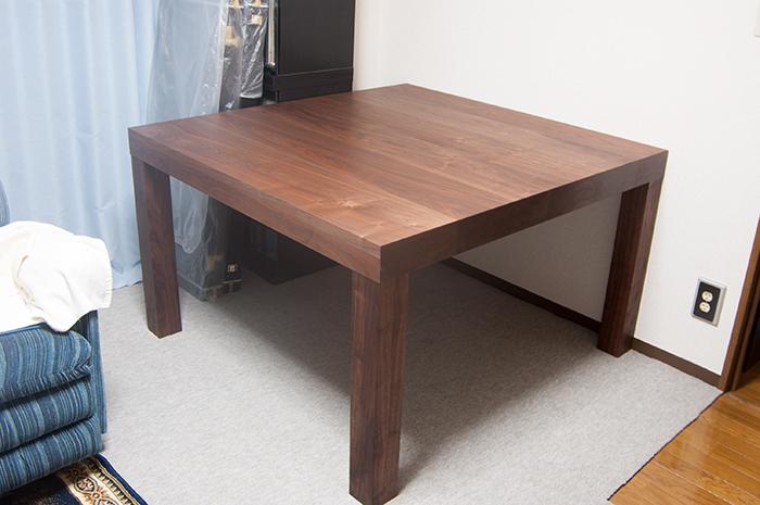 ウォールナット材で製作した無垢テーブル アッツテーブルご納品の様子です