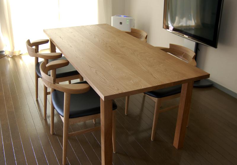 無垢オーダーテーブル、スタンダードテーブルと亜和座チェアご納品の様子