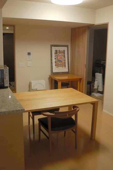 無垢オーダーテーブル、ナラ材のスタンダードテーブルご納品の様子です