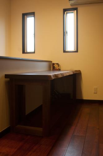書斎用デスクとしてご納品させていただいたアメリカンブラックウォールナット一枚板天板とLタイプレッグス