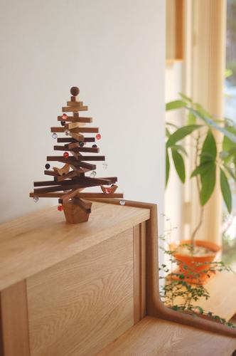 クリスマスツリーをつくろうワークショップ