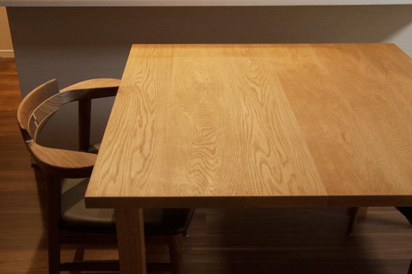 無垢オーダー家具/ナラ材スタンダードテーブルとウォールナット材亜和座チェア