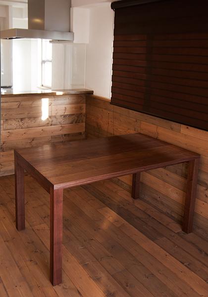 無垢オーダーテーブル/アメリカンブラックウォールナットで製作したスタンダードテーブル、ご納品の様子です