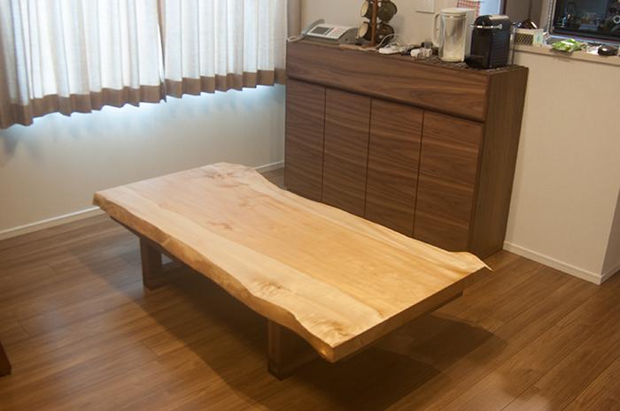 無垢天板ダイニングテーブル/とち一枚板にフレキシブルレッグス