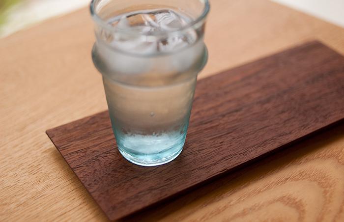 セレクト|モロッコ産「ミントティーグラス」に冷たい飲み物を注いだ写真