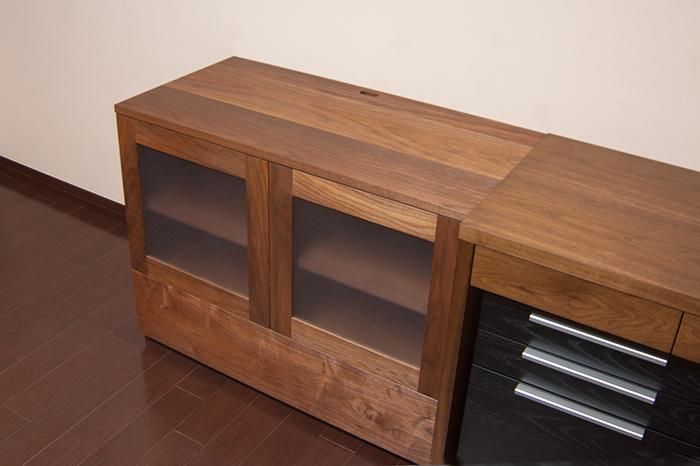 アメリカンブラックウォールナット材で製作した寝室のための無垢の木のTVボード、引出つきでオーダーいただきました