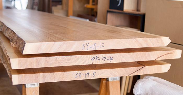 タモ無垢天板、木口の画像です