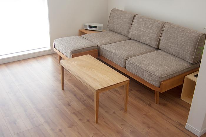 一枚板から全てのパーツをつくっているローテーブルです
