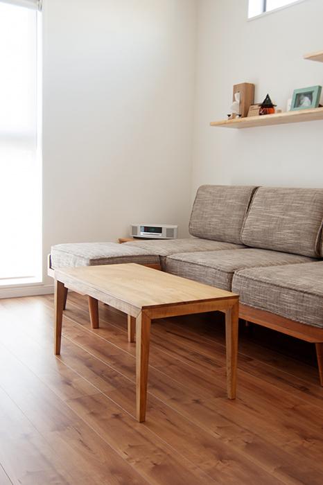 ソファに合わせてご納品した無垢テーブルのローテーブルです