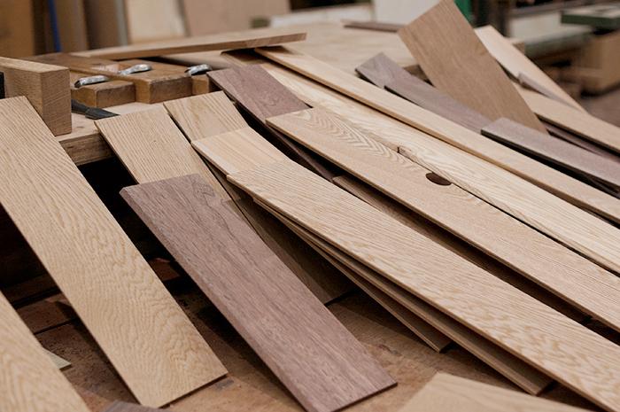 木の小物「フリートレー」のためのウォールナット、タモ、ナラ材の画像です