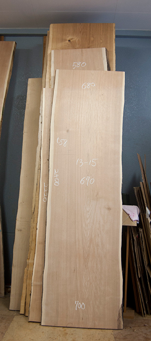 オーダー家具、無垢テーブル用の一枚板天板、ロシア産クルミの画像です