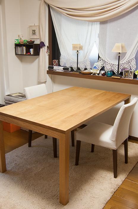 ナラ材のテーブルをご納品した様子です