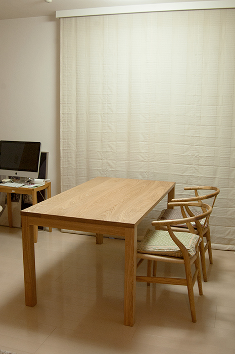 無垢タモ材テーブル、スタンダードテーブル・タイプ2ご納品の様子です