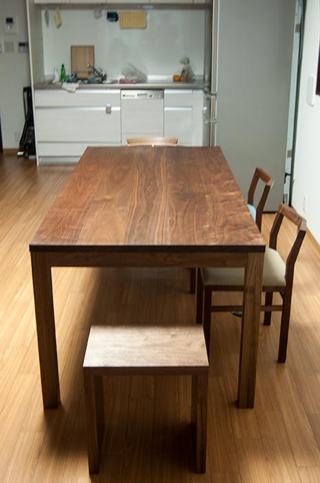スダンダードテーブル・タイプ2、は脚周りが広く使えるデザイン