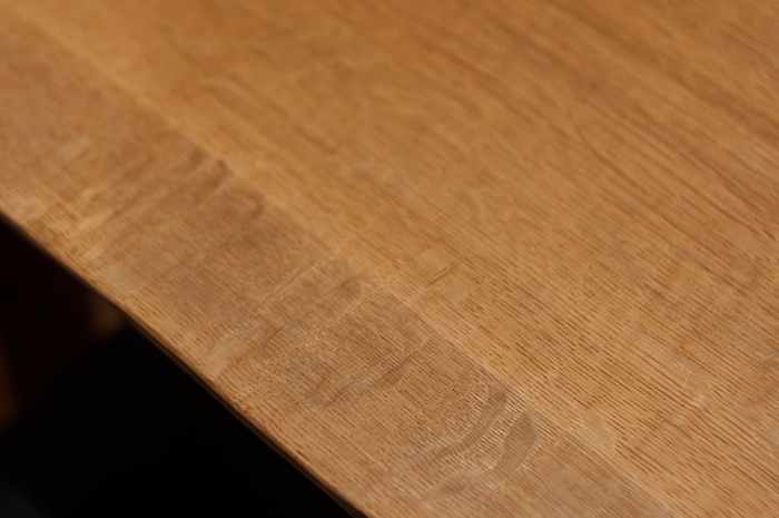 ナラ材独特の虎斑杢が現れた様子