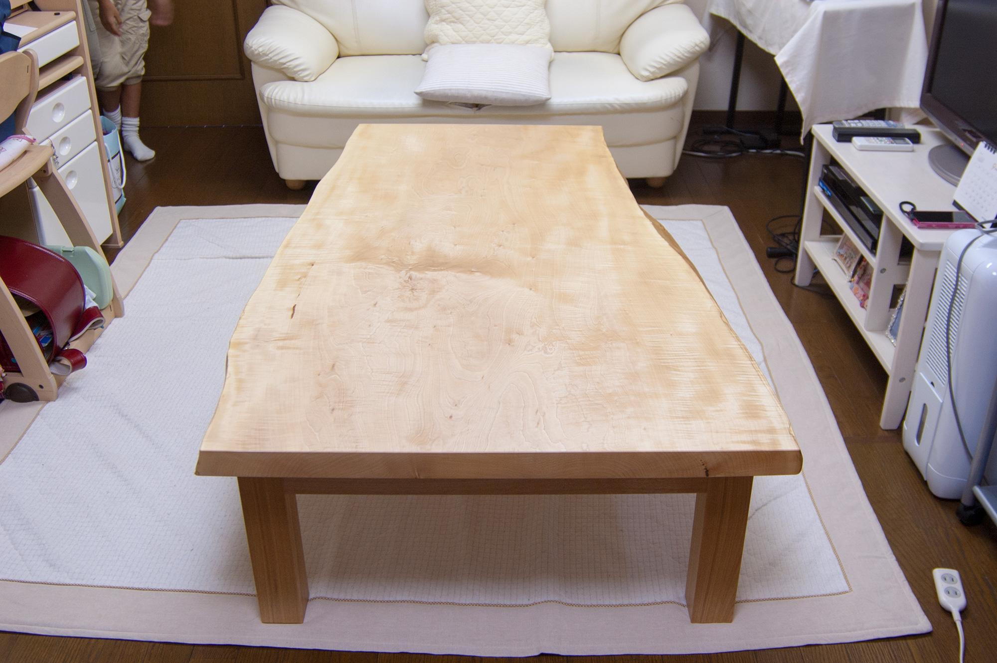 輝くような杢が美しいトチ一枚板天板ローテーブル