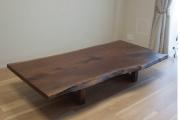 ご納品した、たいへんに大きく存在感のあるアメリカンブラックウォールナット一枚板天板ダイニングテーブル