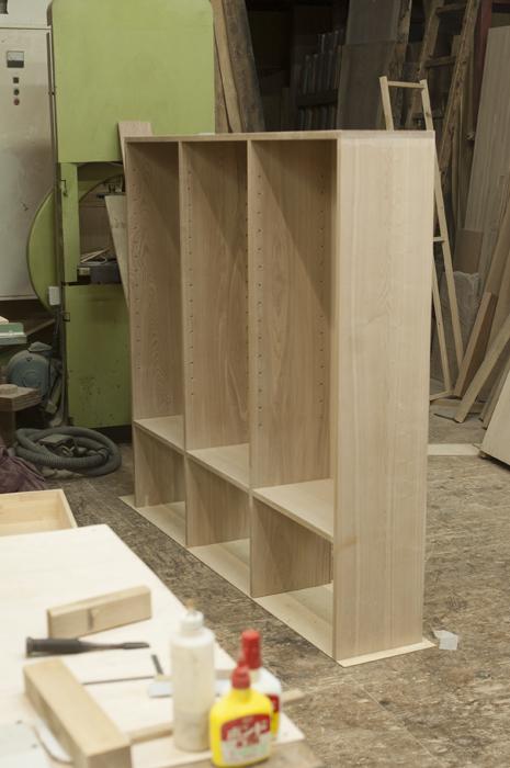 WOODWORK工房で、無垢オーダー家具TANA」本棚製作の様子