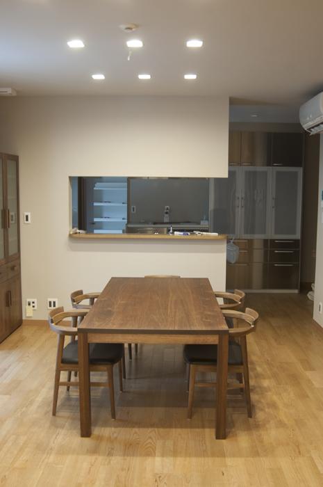 無垢オーダーテーブル、アメリカンブラックウォールナット材スタンダードテーブルのダイニングセット、ご納品の様子です