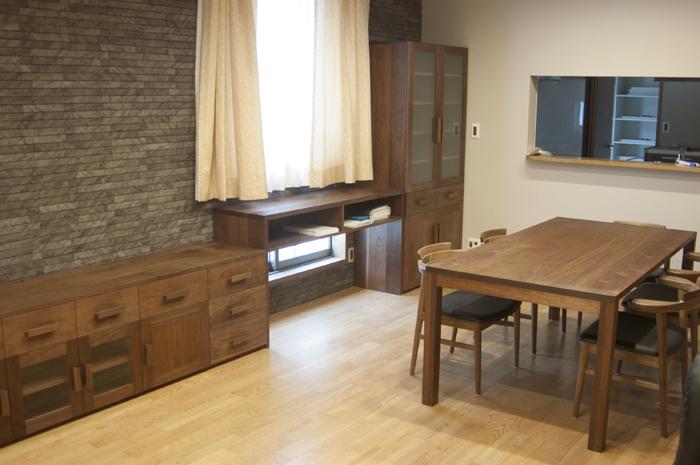 無垢オーダー家具、ダイニング一式をご納品した様子