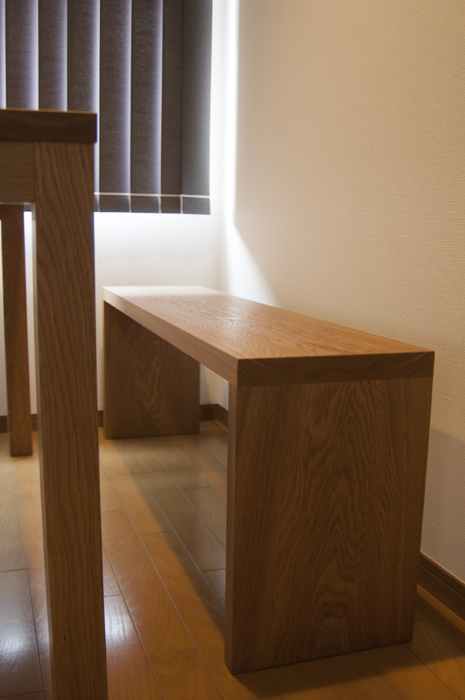 テーブルに合わせてご納品した無垢オーダー家具、アッツベンチです